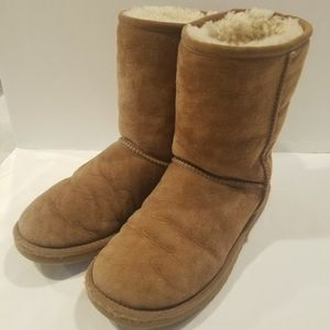 UGG Classic Light Brown Leather Boot